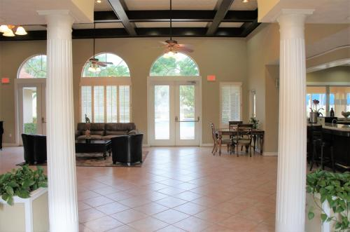 1284 The Pointe Drive Photo 1