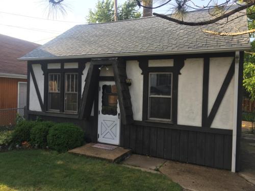 7416 W Palatine Avenue #COACH HOUSE Photo 1