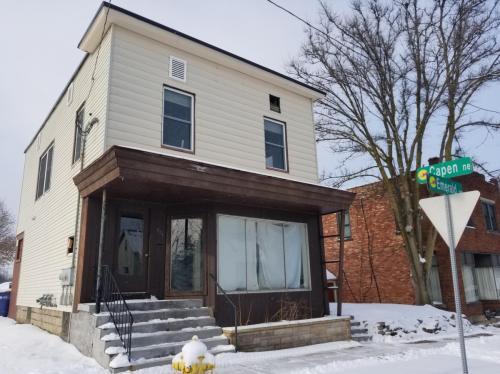 603 Emerald Avenue NE Photo 1