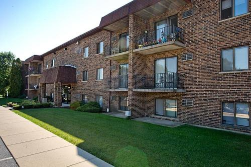 Country Club View Apartments Photo 1