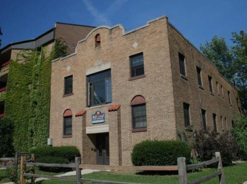 2104 University Ave Photo 1