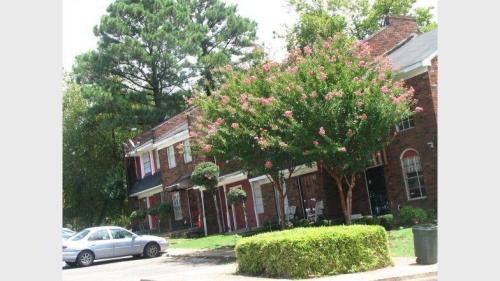 Crane Manor Photo 1