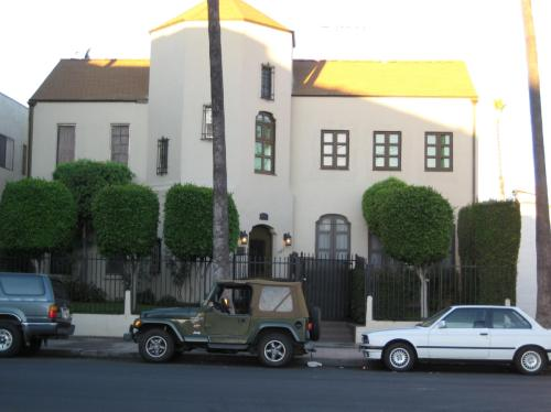 1427 N Kingsley Drive Photo 1