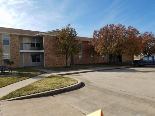 Park Plaza Village Apartments Photo 1