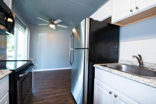 Lincoln Court Townhomes Photo 1