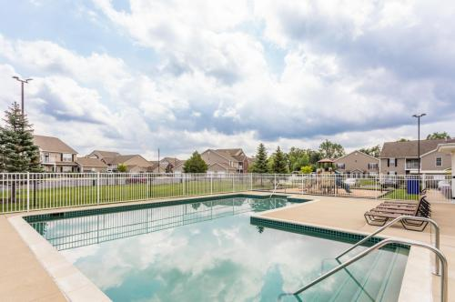 Hunters Ridge Apartments & Townhomes Photo 1