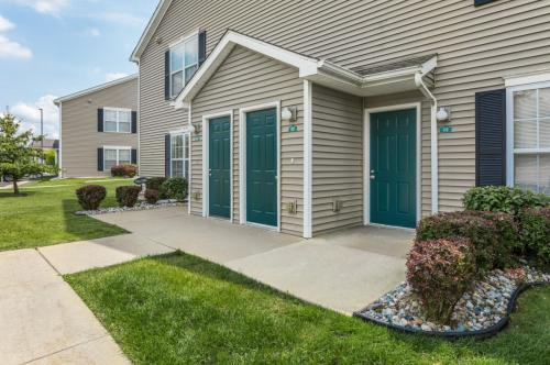 Hunters Ridge Apartments & Townhomes Photo 1