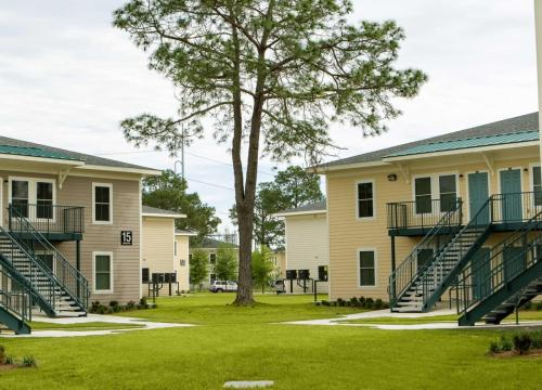 2 Oaks Apartments Photo 1