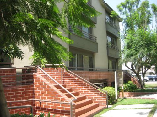 1141 N Columbus Avenue Photo 1