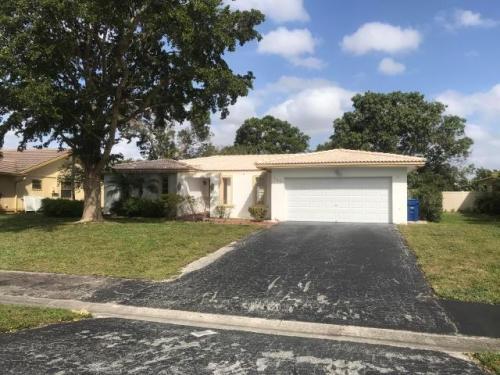 983 Ramblewood Drive Photo 1