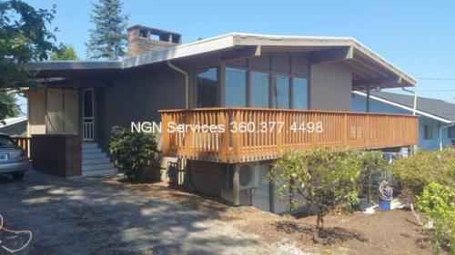 2133 N Wycoff Avenue Photo 1