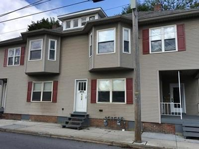 108 E Middle Street Photo 1
