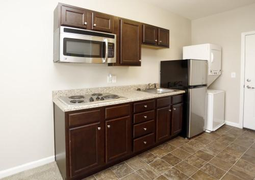 5700 Madison Apartments Photo 1
