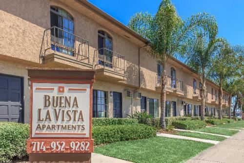 Buena La Vista Apartment Homes Photo 1