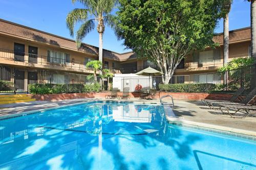 Huntington Highlander Apartment Homes Photo 1