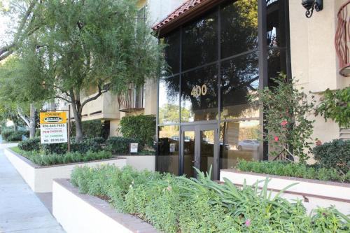 400 N Hollywood Way Photo 1