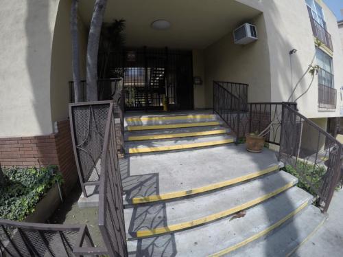 133 S Mariposa Avenue #11 Photo 1