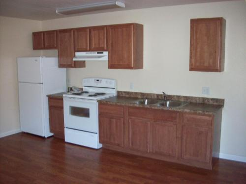 Newer 1 Bed Apartments! 335 Photo 1