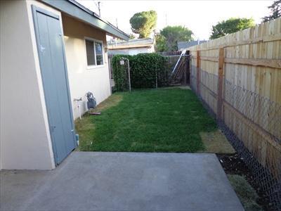 2br,1bath,one car garage,fenced yard Photo 1