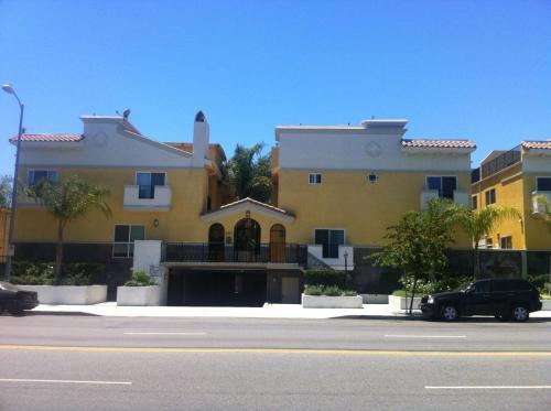 5521 Kester Avenue #7 Photo 1