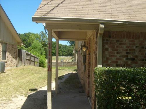 111 Willow Creek Court Photo 1