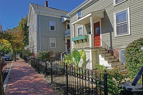 117 Pleasant Street #2C Photo 1