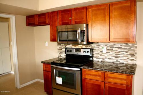 Reduced to $795/mo! (Normally Rents for $1,800/... Photo 1