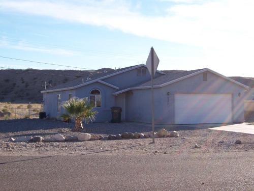 2 car attached garage, fenced yard Photo 1