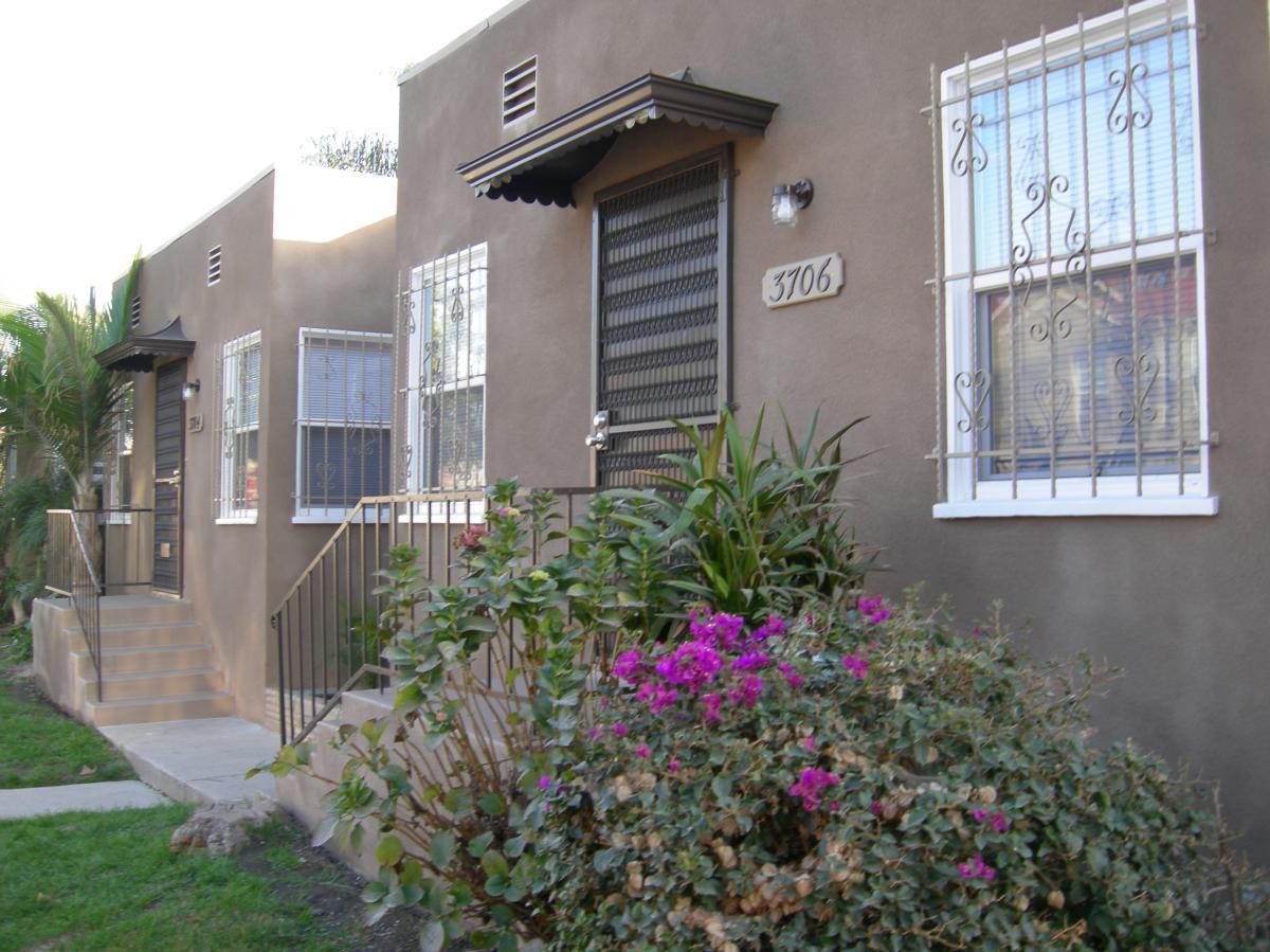 Charming Triplex In Mid City L. A. Photo 1