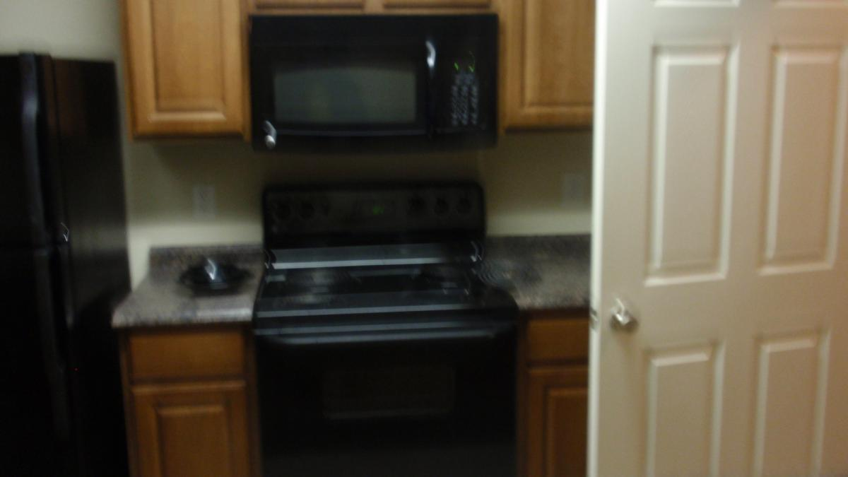 Beautiful condo with all appliances a must see Photo 1