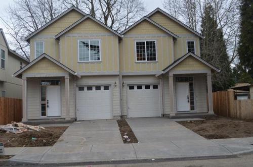 8815 N Endicott Avenue Photo 1