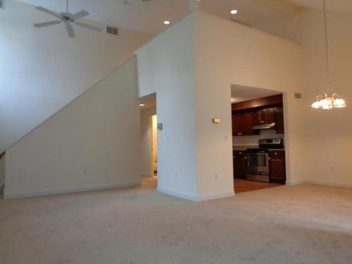 Showroom Ready 3bd/2bth+Loft, Wall To Wall, Ope... Photo 1
