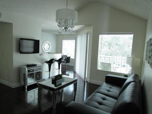 Luxurious fully furnished condo for rent Photo 1