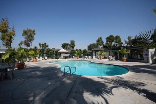 Garden grove ca apartments for rent from 1 4k to 3 3k - Crystal view apartments garden grove ...