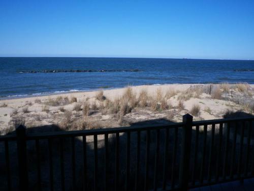 910 E Ocean View Avenue Photo 1