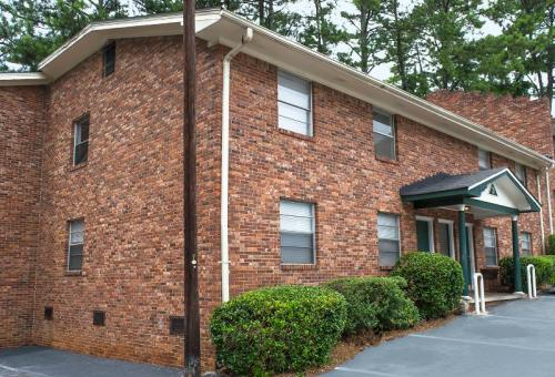 Regal Heights Apartments - Spacious 2 BR in Sou... Photo 1