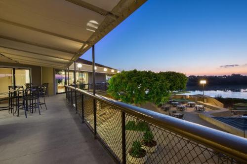 Park Newport Apartments Photo 1