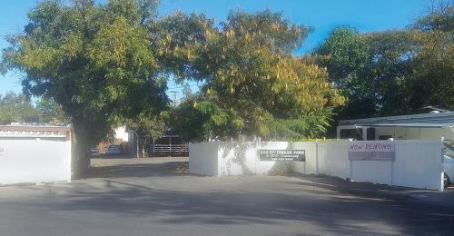 1675 Oak Street Photo 1