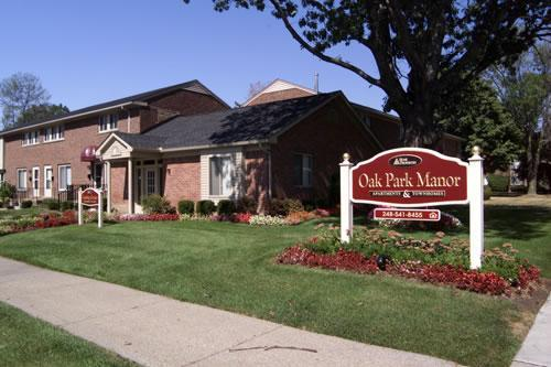 Oak Park Manor Photo 1