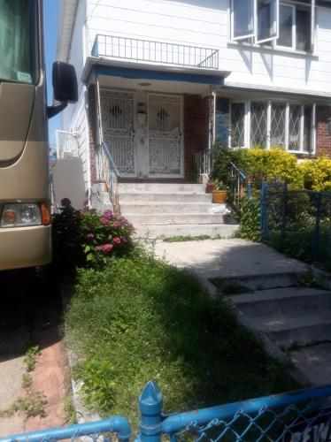 145 Avenue Springfield Gardens Photo 1