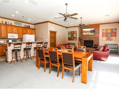 Oak Place Apartments Photo 1