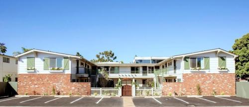 Harbor Villa Apartments Photo 1