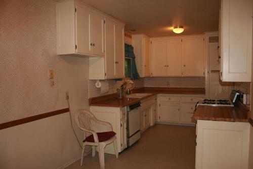 W Crumley Street Photo 1