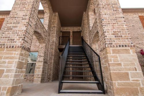 Diana Village Apartments Photo 1
