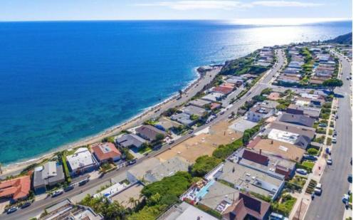 18147 Coastline Drive Photo 1
