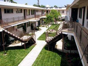 Courtyard Apts Photo 1