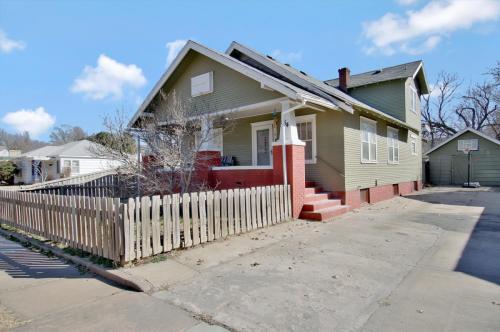 554 N Volutsia Street Photo 1