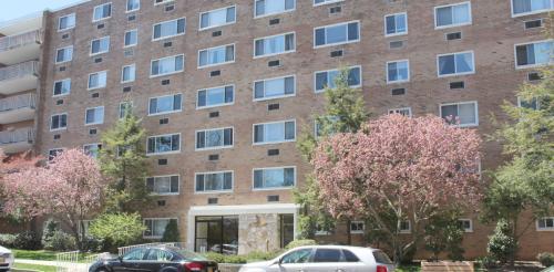 416 Benedict Ave Apt 3J Photo 1