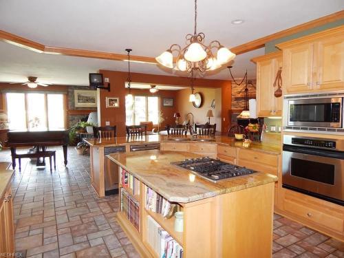4511 Lakeview Glen Drive Photo 1