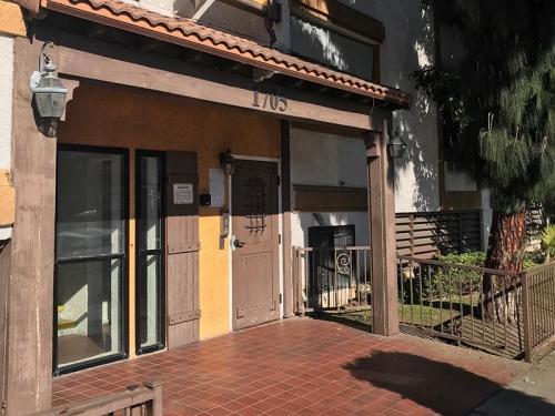 1705 E 10th Street Photo 1